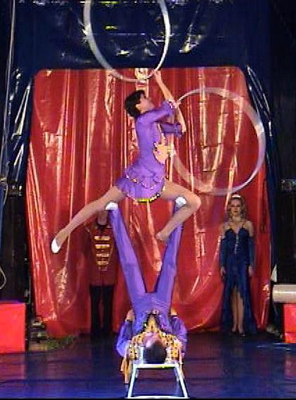 В цирковой номер  срочно нужна девушка