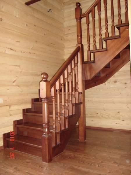 Лестница угловая на дачу
