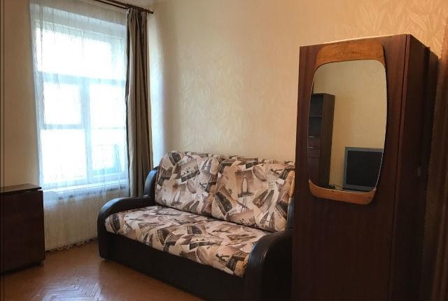 Сдатся уютная комната в тихой коммунальной квартире для граждан РФ.