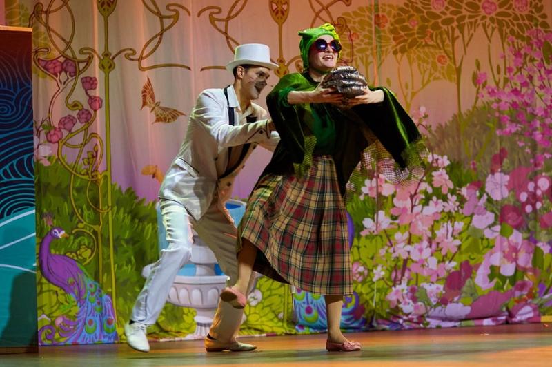 Детский театр приглает на 28ое февраля на Алису в Стране Чудес