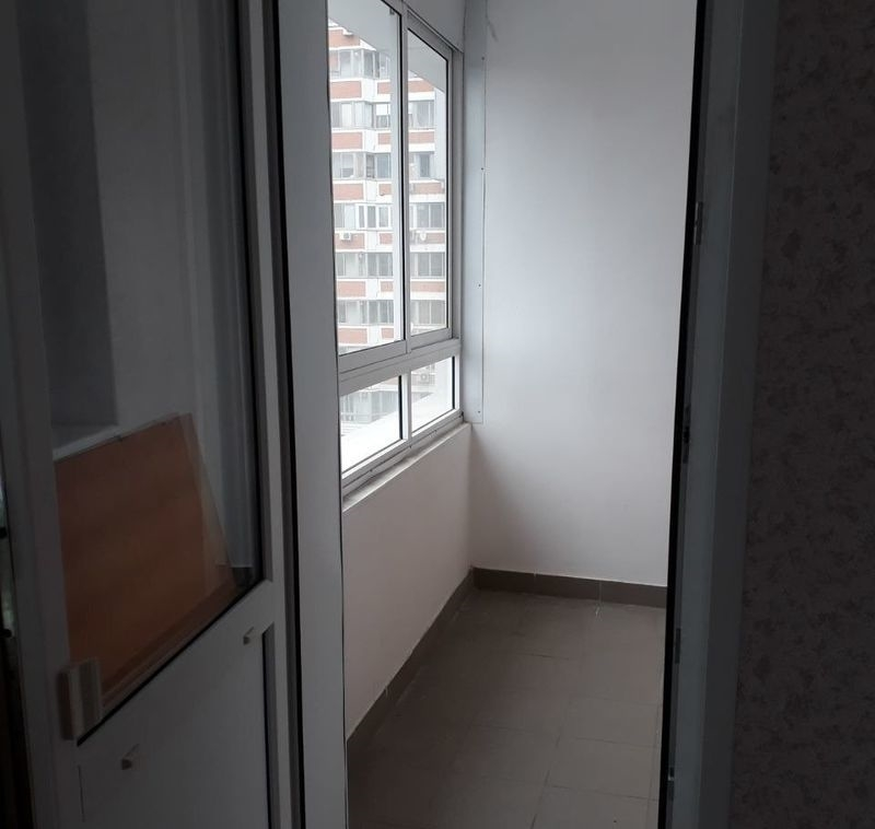 Сдается двухкомнатная квартира в хорошем районе с развитой инфраструктурой.