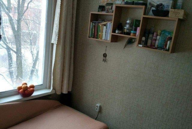 Сдается комната в четырехкомнатной квартире без хозяев.